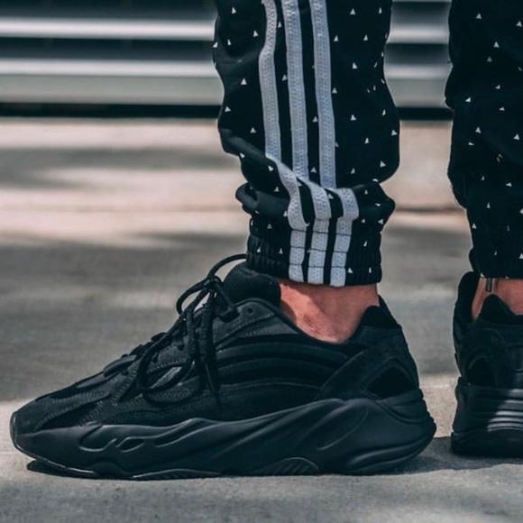 new arrival 7b0c7 979dd ✨NEW✨ Yeezy Boost 700 V2 Vanta Black Sneakers
